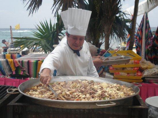 Grand Sirenis Riviera Maya Resort & Spa: Cozinhar na praia