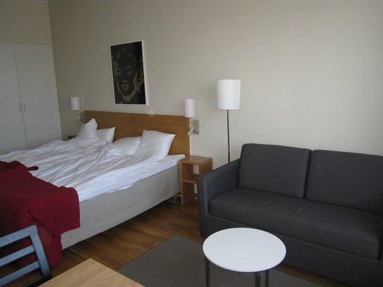 BEST WESTERN PLUS Hotel Mektagonen: Sängar och soffa