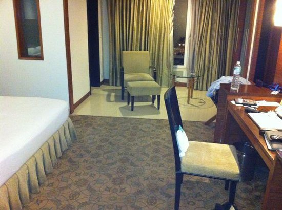 Country Inn & Suites By Carlson - Ahmedabad: Rooms interior
