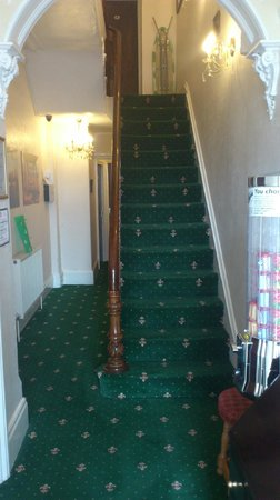 Greystones Hotel: Entrance and stair up