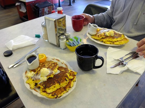 Red Rooster Cafe: The wonderful Johnny Cakes!
