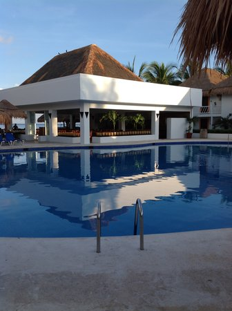 Sunscape Sabor Cozumel: by the pool