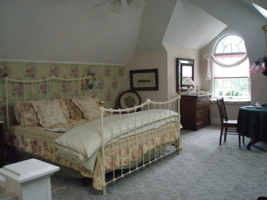Alexander Hamilton House: The Top-Floor Bridal Suite