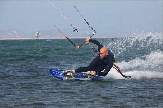 Southend Kitesurfing: Steve having it toeside