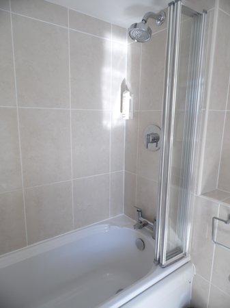 Minster Hotel: Nice clean bathroom