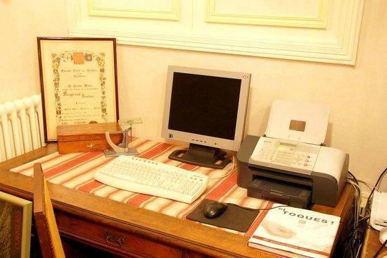 Hotel Montsegur: Business Corner