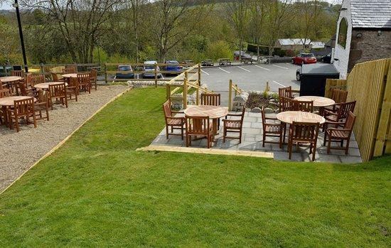 The Rising Sun Inn Restaurant: outside gardens