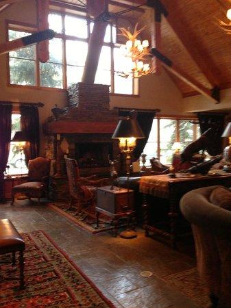 The Hotel Telluride: lobby