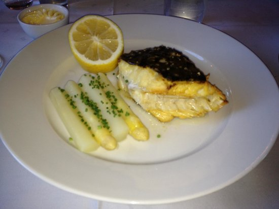 Wedholms Fisk: Grilled Turbot with white asparagus