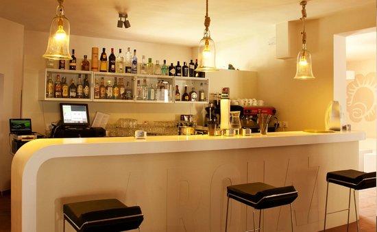 Arohaz Hotel: barra cocteleria