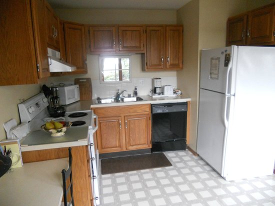 A Channel View B&B: Apartment Kitchen