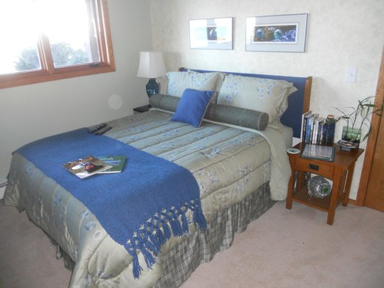 A Channel View B&B: Seaglass Room