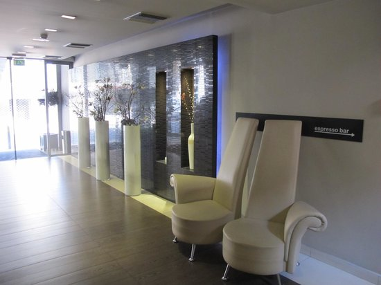 Areos Hotel: Reception area