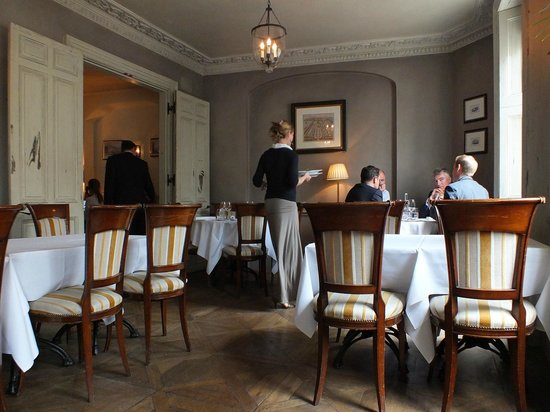 The Thomas Cubitt: Elegant upstairs dining room