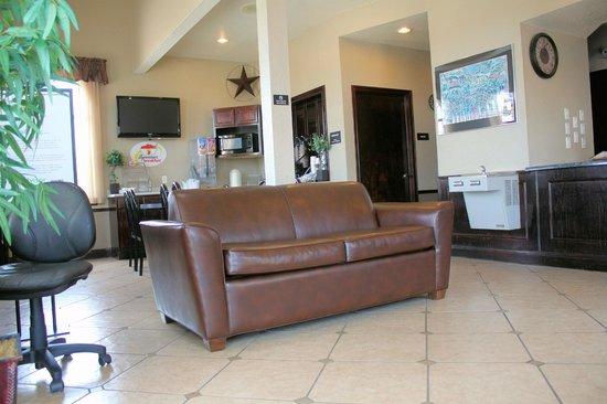 Super 8 New Braunfels TX: Tastefully Decorated Lobby