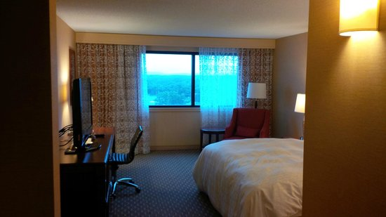 Sheraton Hartford Hotel at Bradley Airport : Bedroom view #2