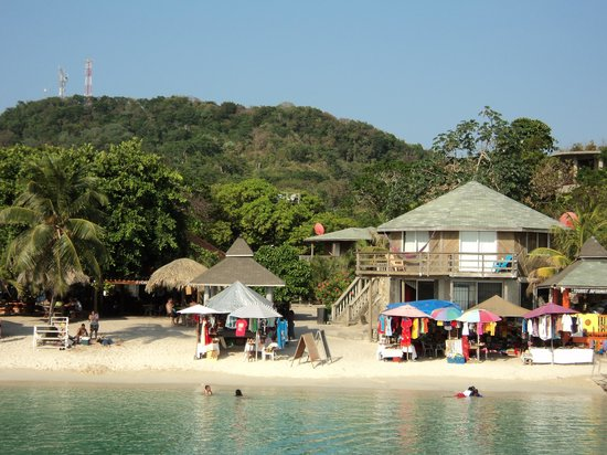 Henry Morgan Beach Resort: Shops at the beach
