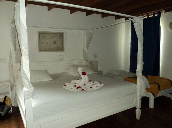 Henry Morgan Beach Resort: Our room