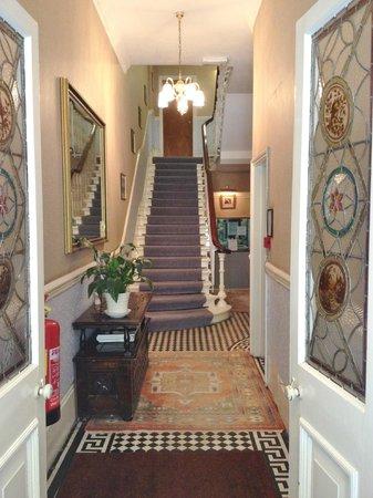 Merlyn Court Hotel: Hallway