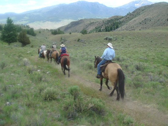 Hell's A-Roarin' Outfitters : Beautiful scenery seen by horseback
