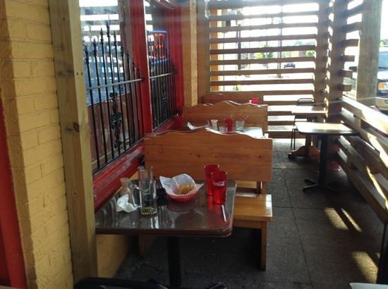 La Altena: Small outdoor seating area