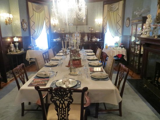 The Samuel Culbertson Mansion Bed and Breakfast Inn: Dining Room