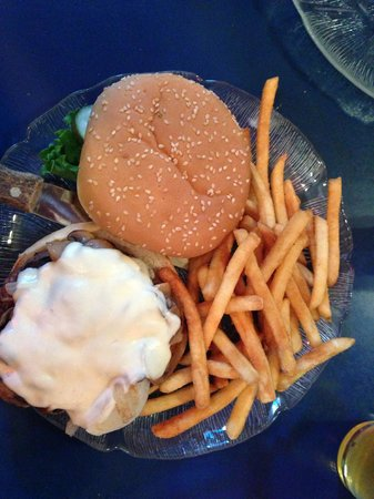 Villager Pub: Burger wonderful, not so fries