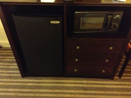 BEST WESTERN Heritage Inn: Fridge and microwave in room 112