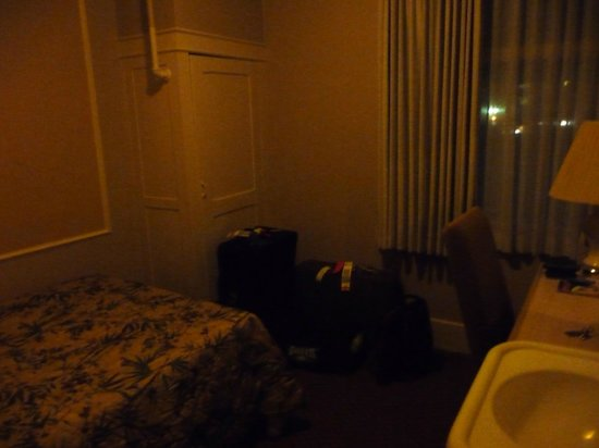 Kingston Hotel: small room, view from doorway