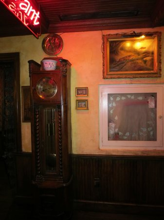 Bartholomew's English-Style Pub: Interior decor