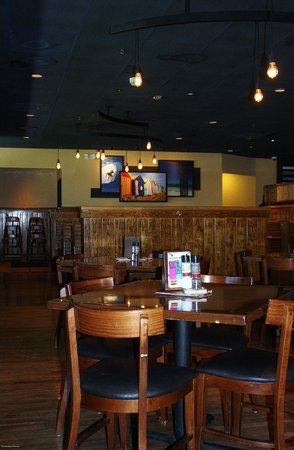 Outback Steakhouse: Dining Area