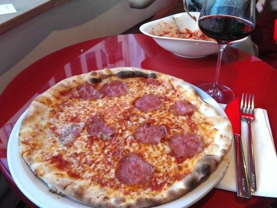 Vapiano: salami pizza & Amarone wine