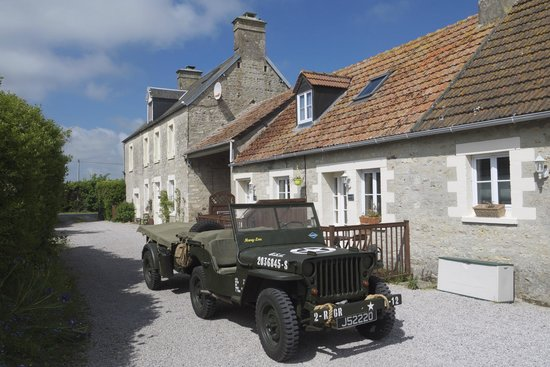 Ivy House - Utah Beach Normandie : Jeep is parked in front of our apartment.