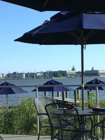 Severn Inn: Great view of the Naval Academy