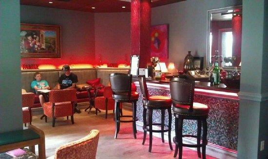 Park Plaza Cinema: Parlez-Vous? Lounge
