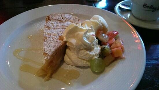 Stonechat Cafe and Restaurant : Apple pie - yum yum!