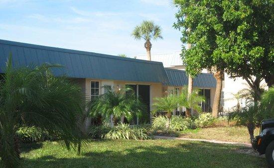 Minorga on the Key Village Condos: Low Key Tropical