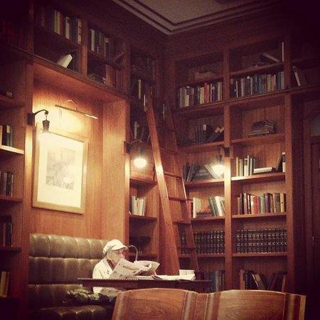 The Mansfield: bibliothèque