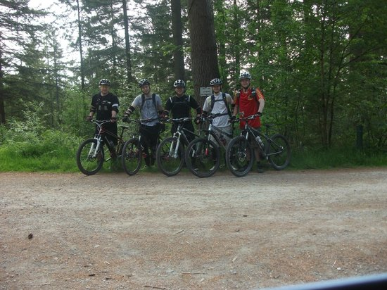 Marthrown of Mabie: Happy mountain bikers