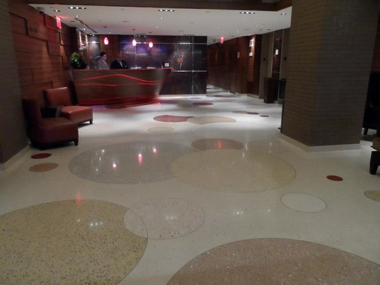 The Pearl Hotel: foyer