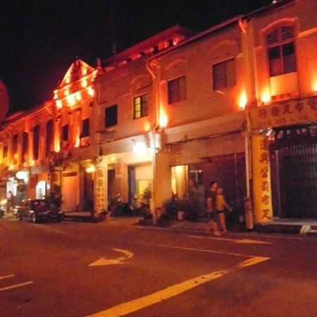Oriental Riverside Residence Guest House: at nite, romantic