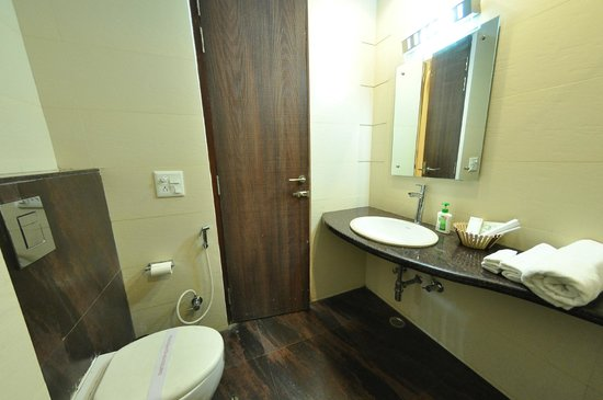 The Executive Suites: Bathroom