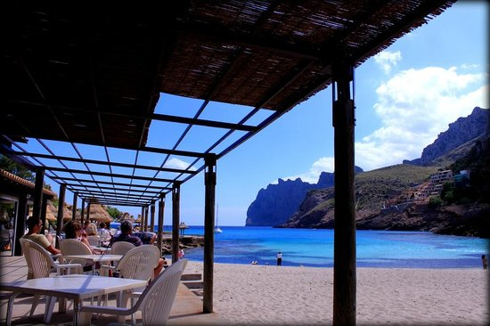 Hostal Los Pinos: Beach bar two minutes away