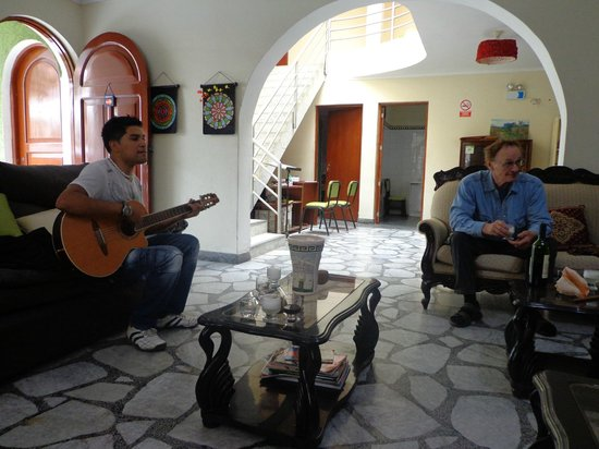Lynik La Casa de Blanca: This is our french interpreter Richard? who also joins Blanca with the music.