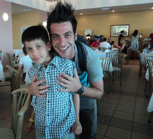 Fodhele, Grecia: Андрей с шеф-аниматором Коко (супер-артистичный парень, офигительный ведущий, классный танцор)