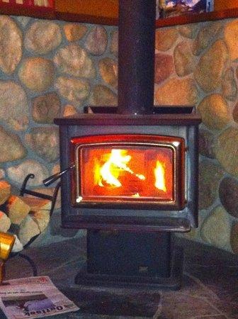 Baker Creek Mountain Resort: Fire burning!