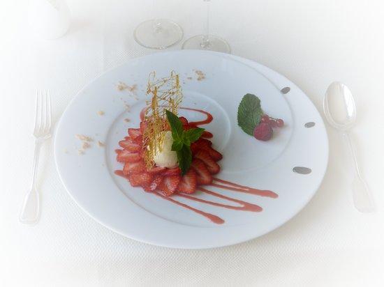Le Gue du Holme: Rosace de fraises de St Loup