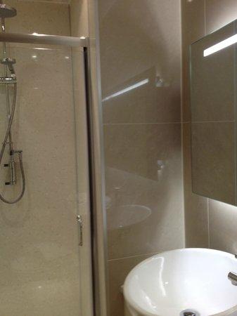 The Esplanade: Room 1 (Johnson) bathroom