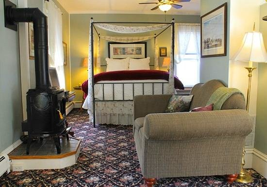 Willard Street Inn - Bed & Breakfast Mansion: Rm #8 Woodhouse Suite