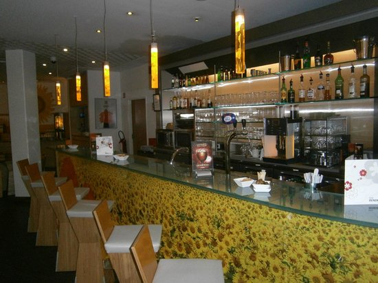 Ibis Bordeaux Centre Bastide : Bar area
